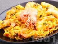 Задушен ориз със скариди и куркума в тенджера
